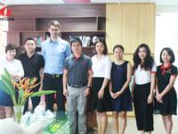 Đào tạo kỹ thuật dán nẹp cạnh bởi đại diện công ty Jowat Việt Nam